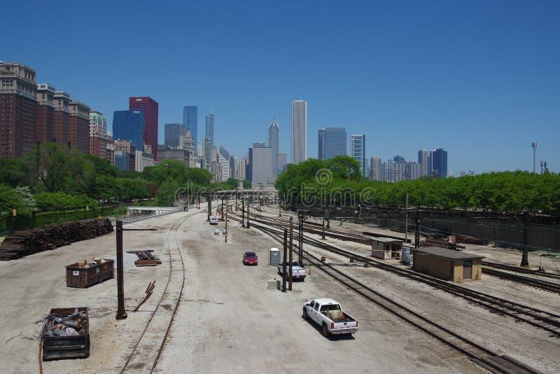 De spoorweg en de wolkenkrabbers van Chicago royalty-vrije stock afbeelding