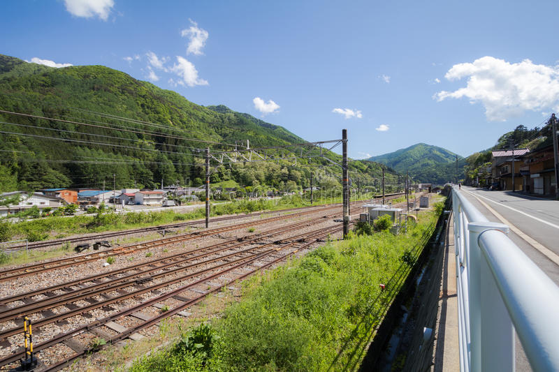 De spoorweg in Narai is een kleine stad en de oude stad in Nagano, Japan stock fotografie