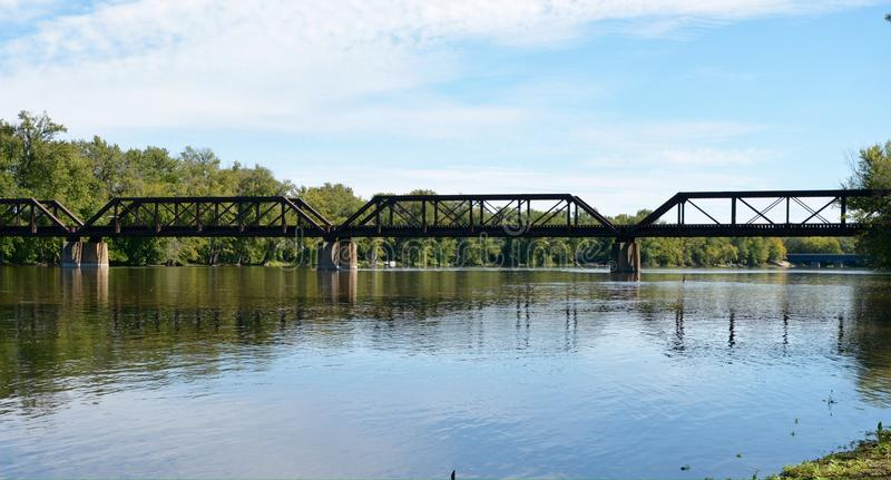De Spoorwegbrug van de rotsrivier stock foto's