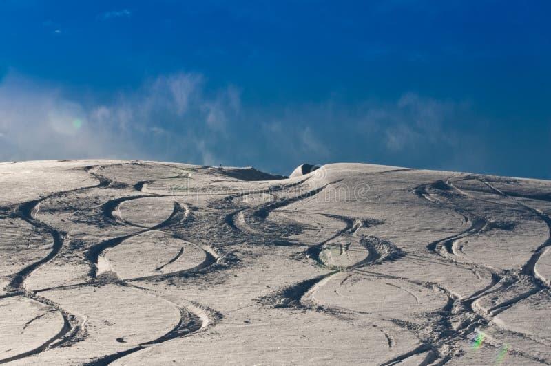 De Sporen van de ski royalty-vrije stock afbeelding
