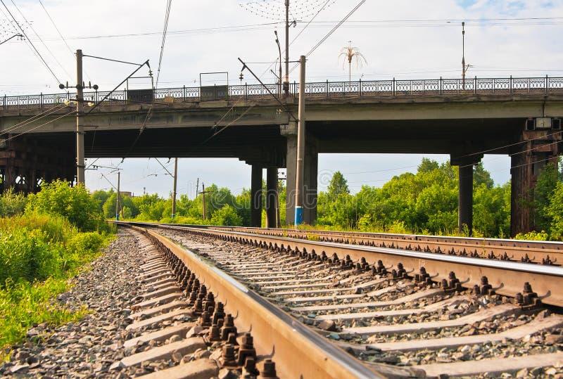 De sporen van de spoorweg en brug royalty-vrije stock afbeeldingen