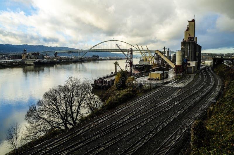 De sporen van de spoorweg en haven royalty-vrije stock afbeeldingen