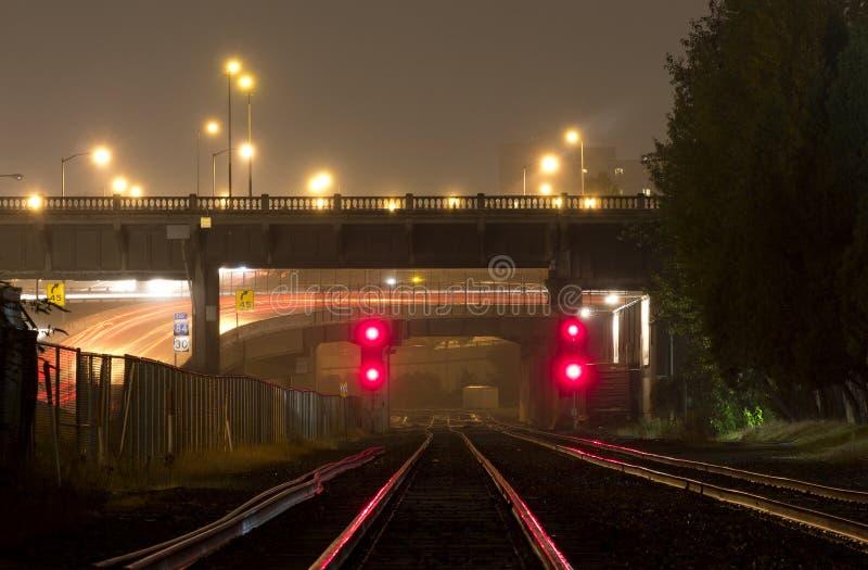De Sporen van de Trein van het rood licht royalty-vrije stock fotografie
