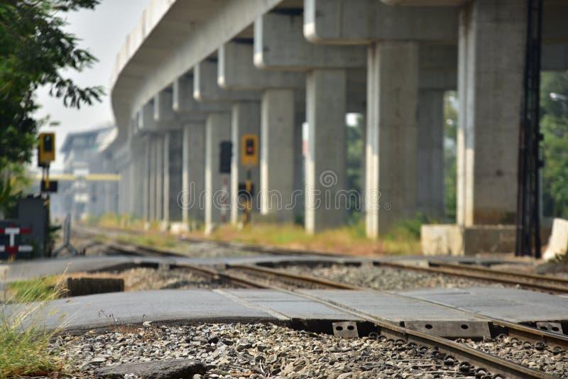 De sporenclose-up van de treinspoorweg De lengte van het spoorwegspoor Spoorweg Trein royalty-vrije stock afbeeldingen