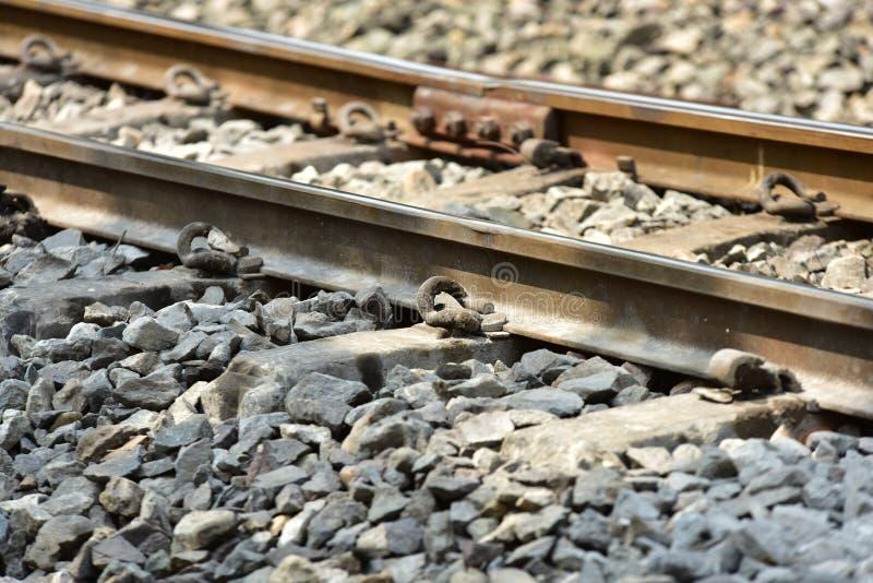 De sporenclose-up van de treinspoorweg De lengte van het spoorwegspoor Spoorweg Trein stock fotografie