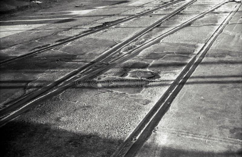 De sporenschaduwen van de weg stock foto's