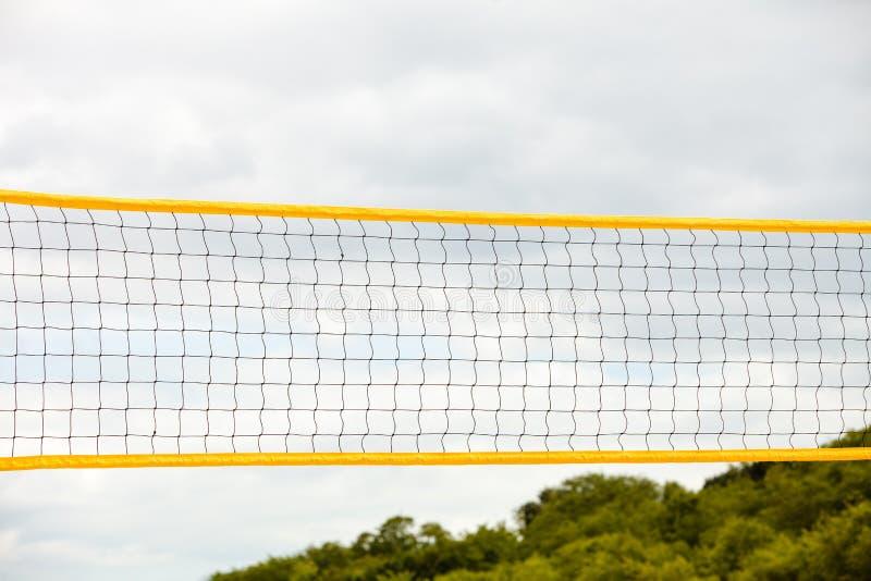De sport van de volleyballzomer Netto op een zandig strand royalty-vrije stock foto's