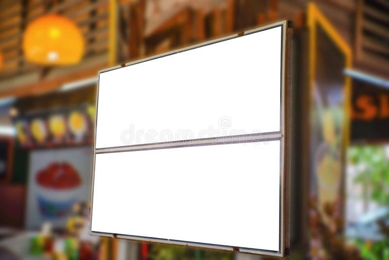 De spot voorziet omhoog van wegwijzers stock afbeelding