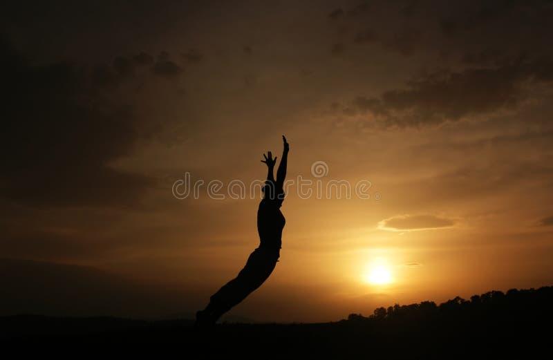 De sprong van de vrouw stock fotografie