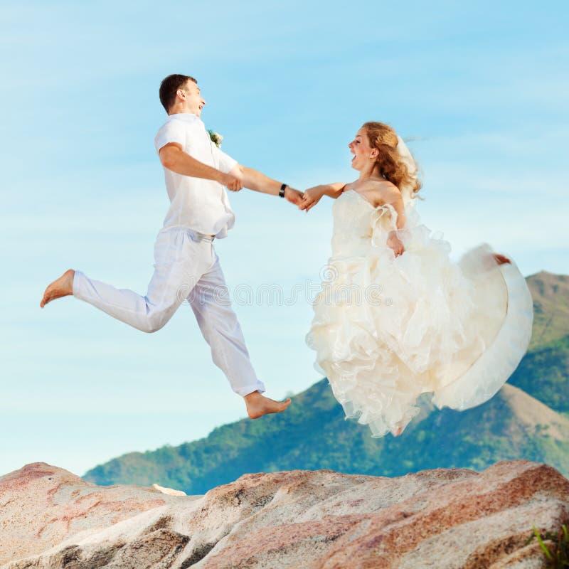 De sprong van het huwelijk royalty-vrije stock afbeeldingen