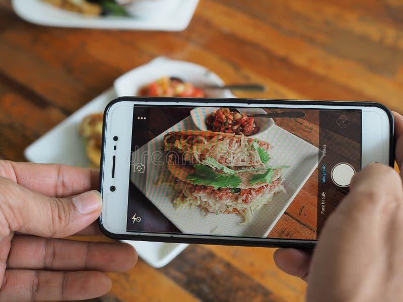 De spruit van de celtelefoon Italiaans voedsel royalty-vrije stock afbeelding