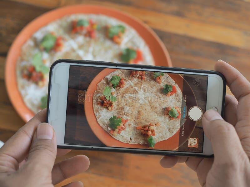 De spruit van de celtelefoon Italiaans voedsel royalty-vrije stock foto's
