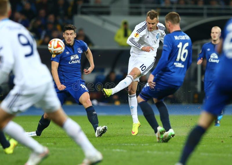 De spruiten en de scores van Andriy Yarmolenko, de Ligaronde van UEFA Europa van 16 tweede beengelijke tussen Dynamo en Everton stock foto's