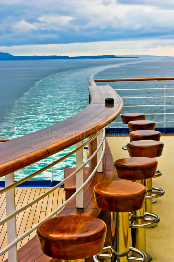 De Staaf & het Kielzog van het Schip van de cruise stock foto's