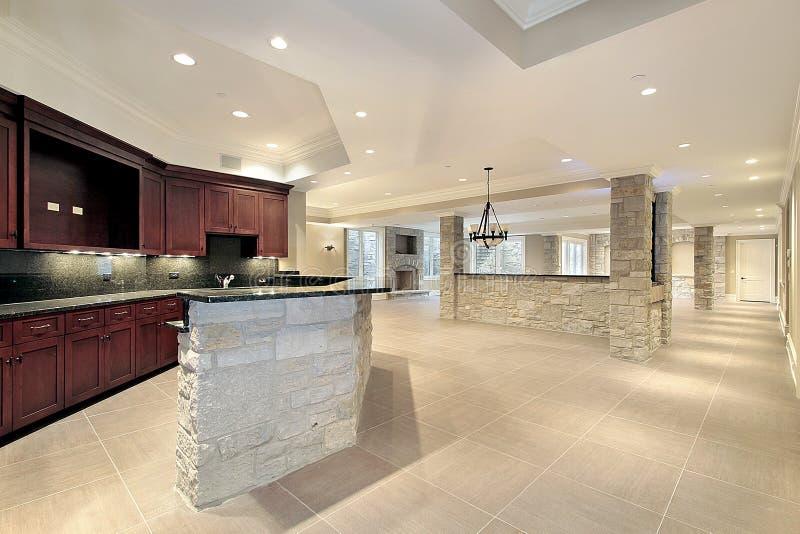 De staaf en de keuken van de steen in kelderverdieping royalty-vrije stock foto