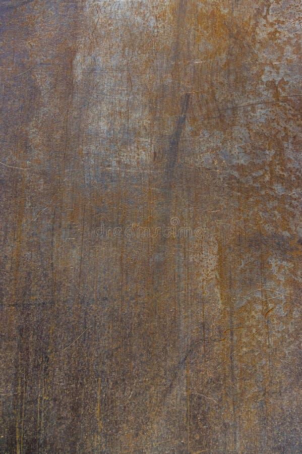De staalplaat als aandrijvingsplaat of aandrijving-over- de platen roestten, gekrast en vuil wanneer gebruikt op bouwwerf als ach royalty-vrije stock afbeelding