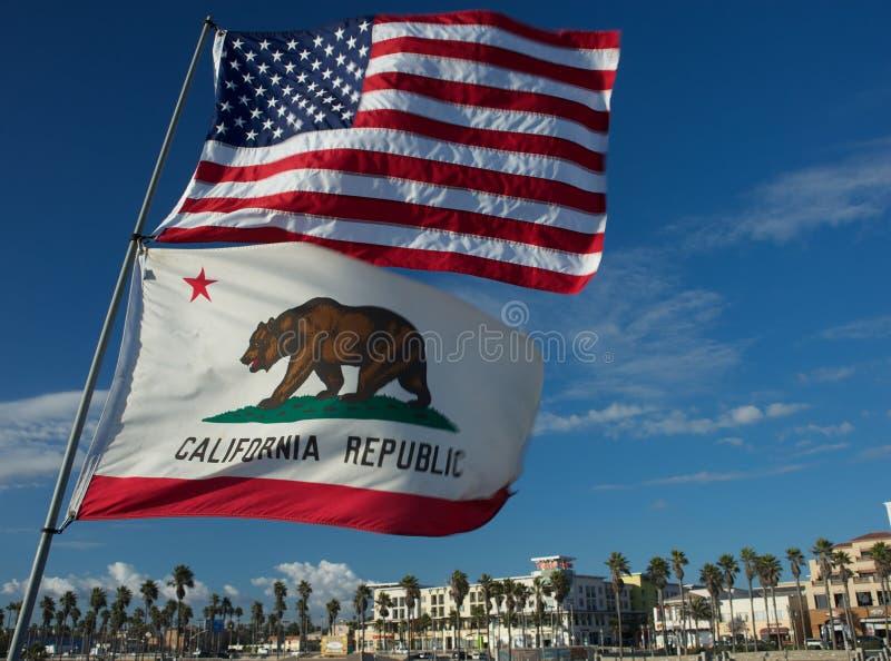 De Staatsvlaggen 4 Van De V.S. En Van Californië Royalty-vrije Stock Afbeelding
