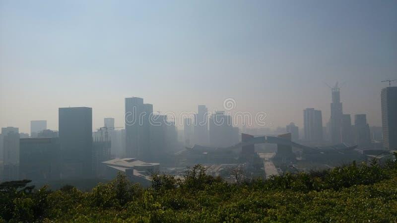De stad in de ochtend royalty-vrije stock afbeeldingen