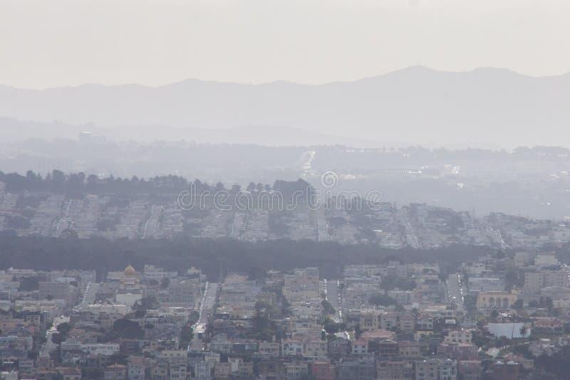 De stad en de heuvels van San Francisco stock foto's