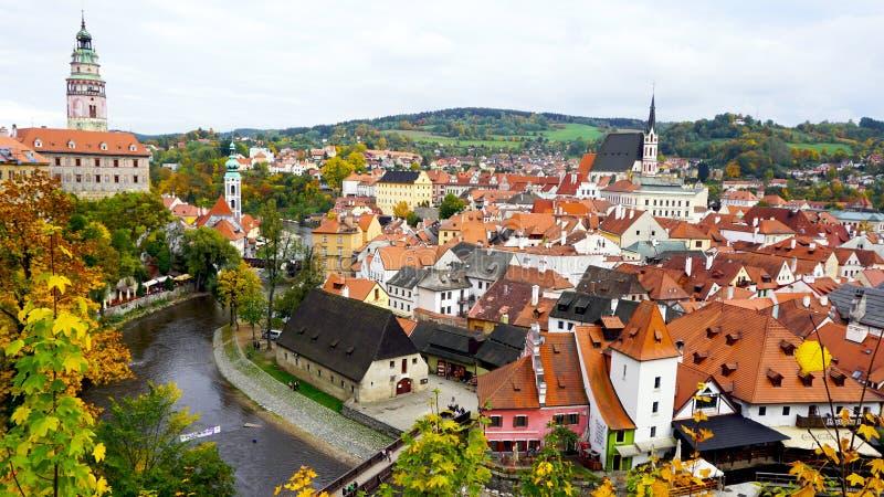 De stad en de riviermening van Ceskykrumlov oldtown royalty-vrije stock afbeelding