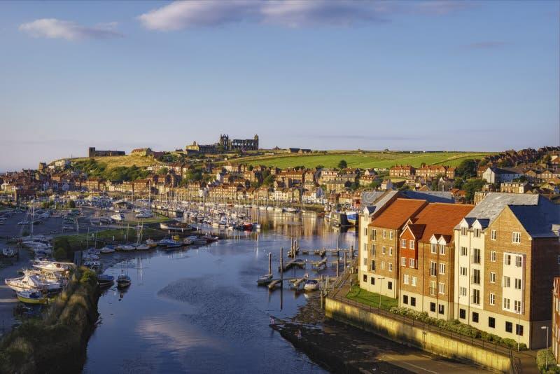 De stad en rivier Esk van Whitby stock fotografie