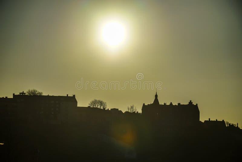 De stad en de zonsopgang van Stockholm stock afbeelding