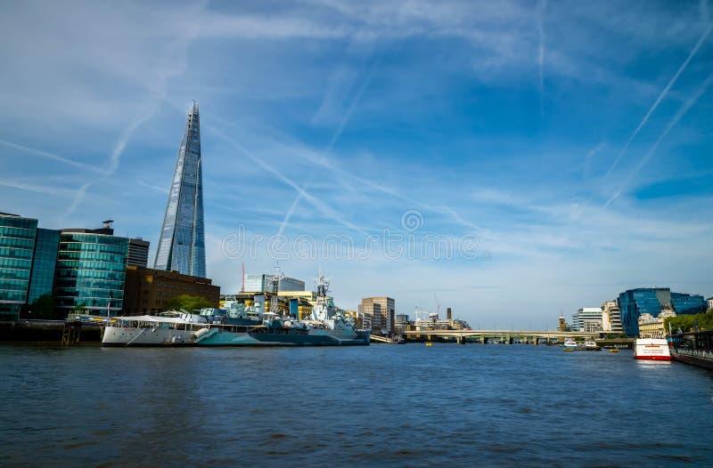De stad/Engeland van Londen: Weergeven op horizon en rivier Theems royalty-vrije stock afbeelding