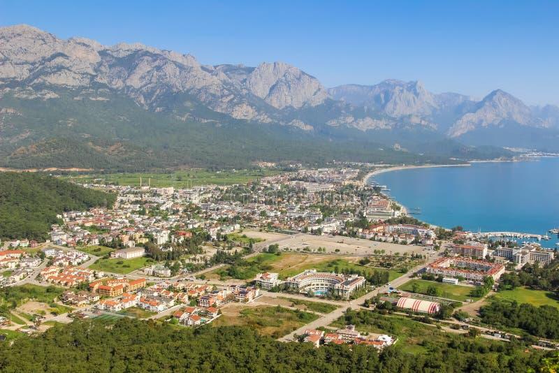De stad Kemer van Turkije, Middellandse Zee en bergenmening van berg stock fotografie