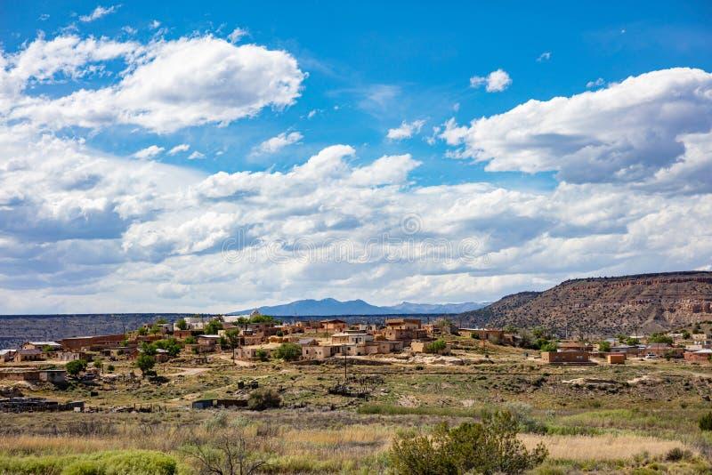 De stad met traditionele vloergebouwen bevindt zich in Apache County Chinle, Arizona, VS royalty-vrije stock foto's
