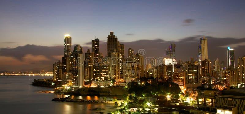 De Stad Panama van Panama bij nacht royalty-vrije stock foto's