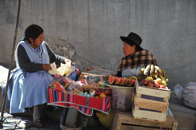 De stad Potosi Lokale inwoners op de stadsstraten royalty-vrije stock fotografie