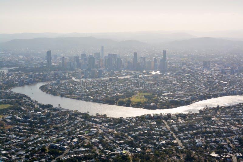 De Stad & de Rivier Luchtmening van Brisbane in Recente Middagzonneschijn stock fotografie