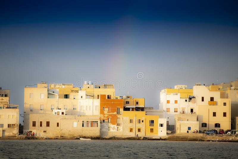 De stad Trapani tussen de twee zeeën Sicilië royalty-vrije stock fotografie
