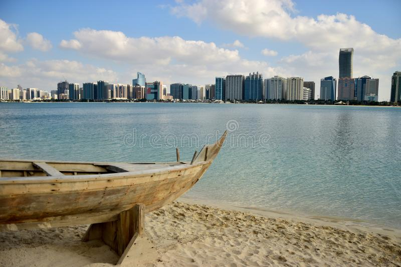 De stad van Abu Dhabi royalty-vrije stock foto's