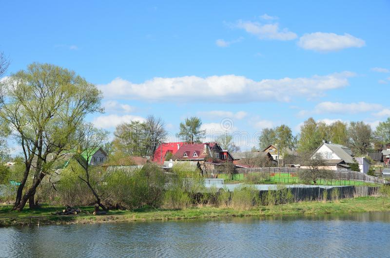 De stad van Alexandrov, huis op de banken van de Grijze rivier Gouden Ring van Rusland stock foto's