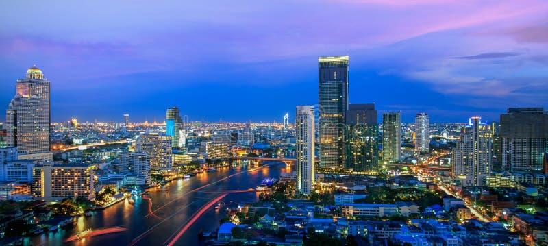 De Stad van Bangkok bij nacht royalty-vrije stock afbeeldingen