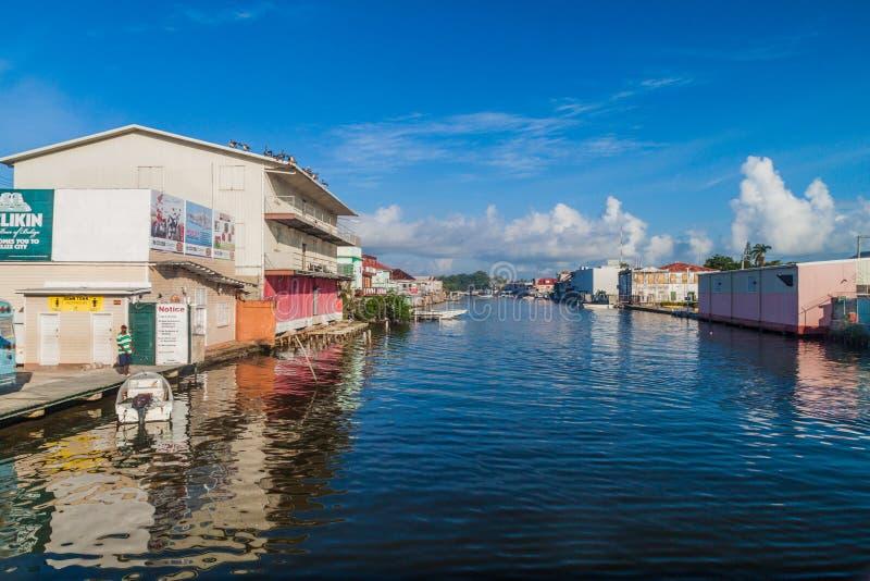 DE STAD VAN BELIZE, BELIZE - MAART 2, 2016: Weergeven van gebouwen langs Haulover-Kreek in Belize CIT royalty-vrije stock afbeelding