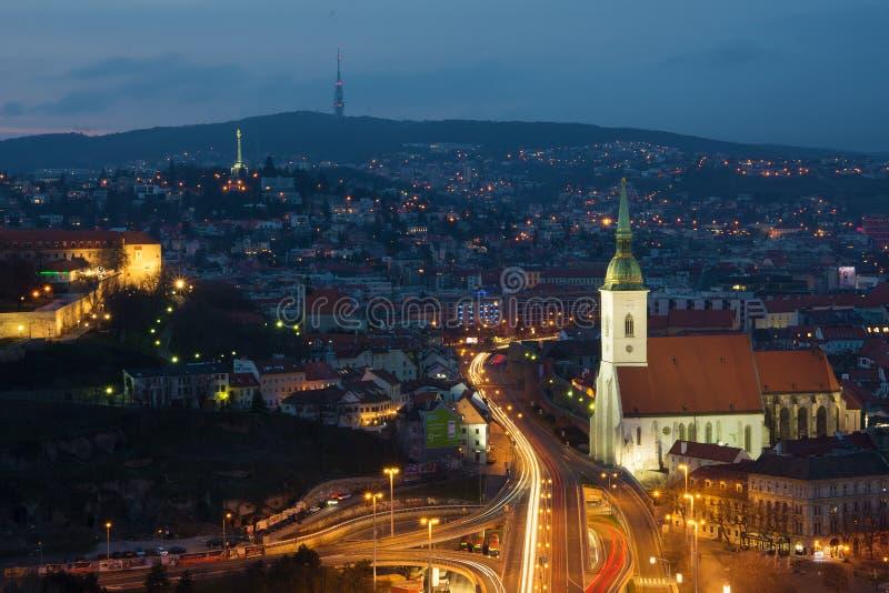 De stad van Bratislava - mening van de brug stock afbeeldingen