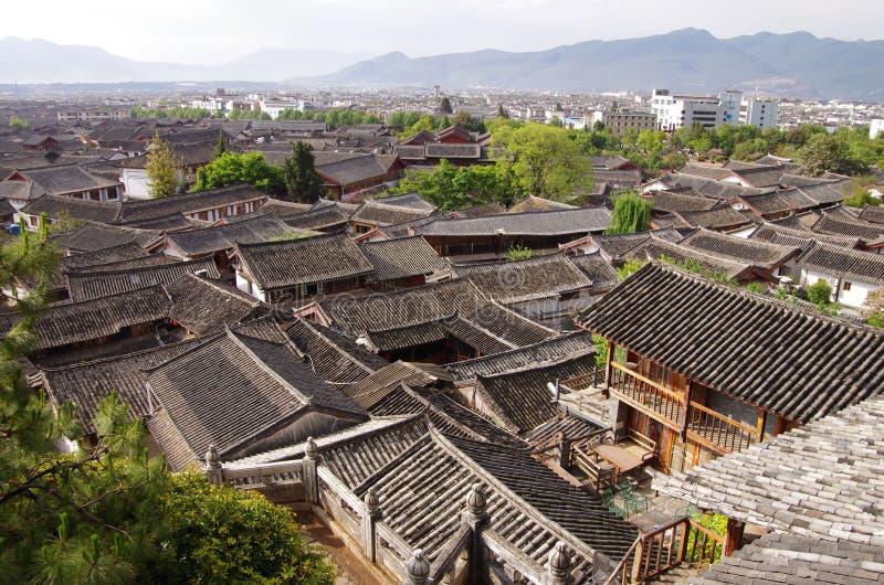 De stad van China - Lijiang-Daken stock foto