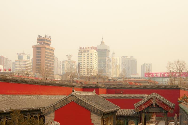 De stad van China shenyang Peking van de smogluchtvervuiling stock fotografie