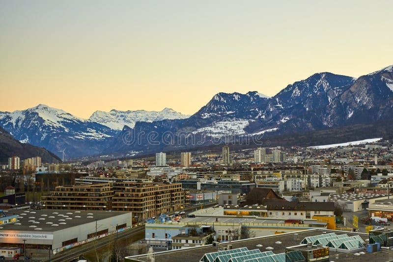 De Stad van Chur in de Alpen van Zwitserland bij de grens met Italië stock foto's