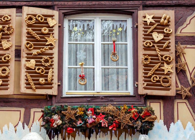 De stad van Colmar is verfraaid voor Kerstmis stock afbeeldingen