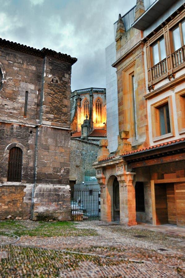 De stad van de architectuuravond van Oviedo royalty-vrije stock foto