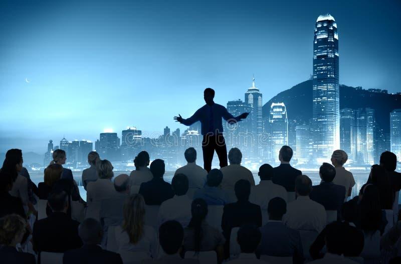 De Stad van de de Conferentievergadering van het bedrijfsmensenseminarie Opleidingsconcept stock afbeelding