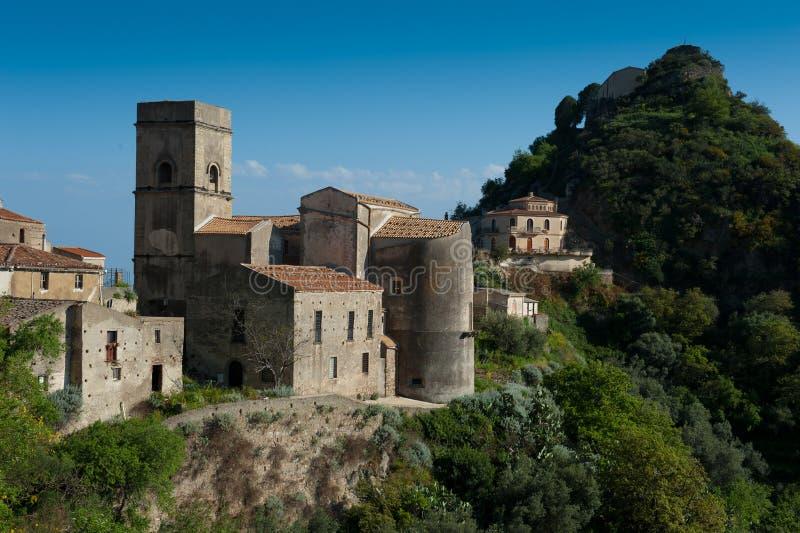 De stad van de heuveltop - typische Mediterrane scène stock afbeeldingen