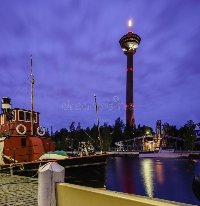 De stad van de nacht Tampere, Finland stock foto