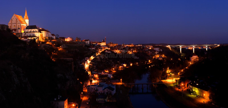 De Stad van de nacht (Tsjechische republiek - Znojmo) stock fotografie
