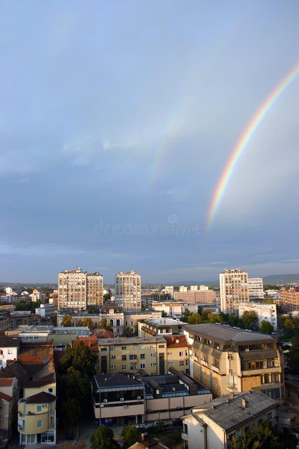 De stad van de regenboog royalty-vrije stock afbeeldingen