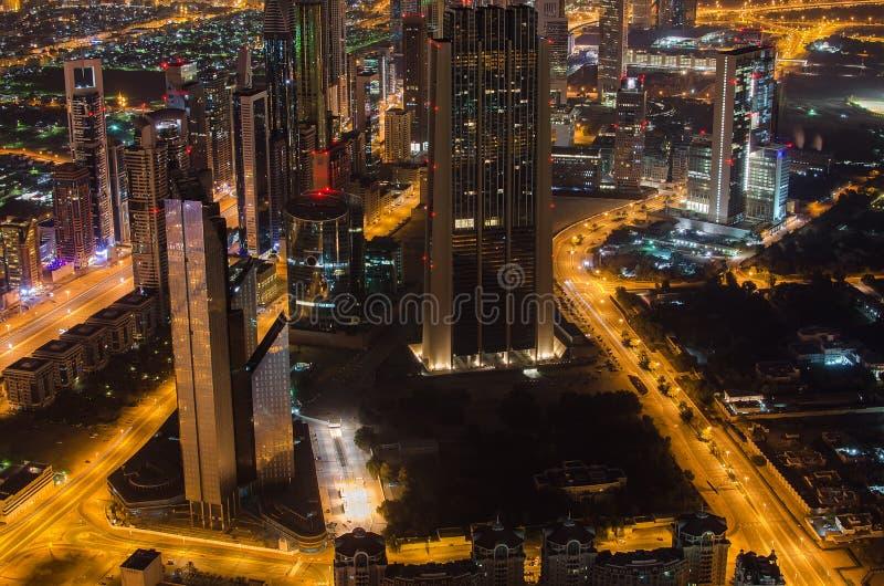 De stad in van Doubai (de V.A.E) bij nacht royalty-vrije stock fotografie