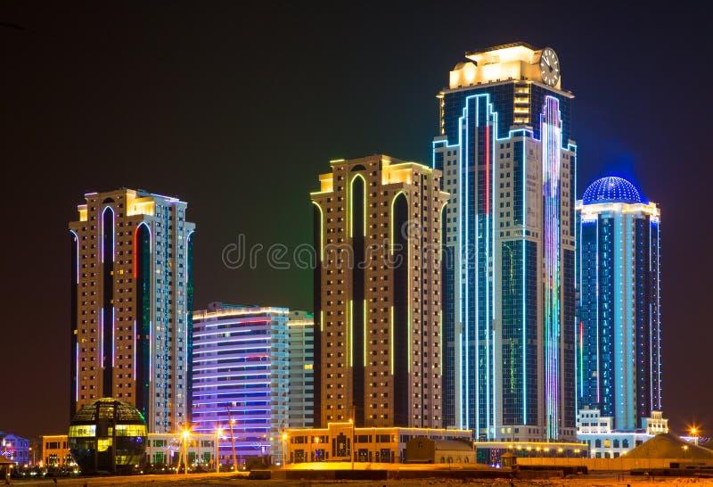 De stad van Grozny bij nacht stock fotografie